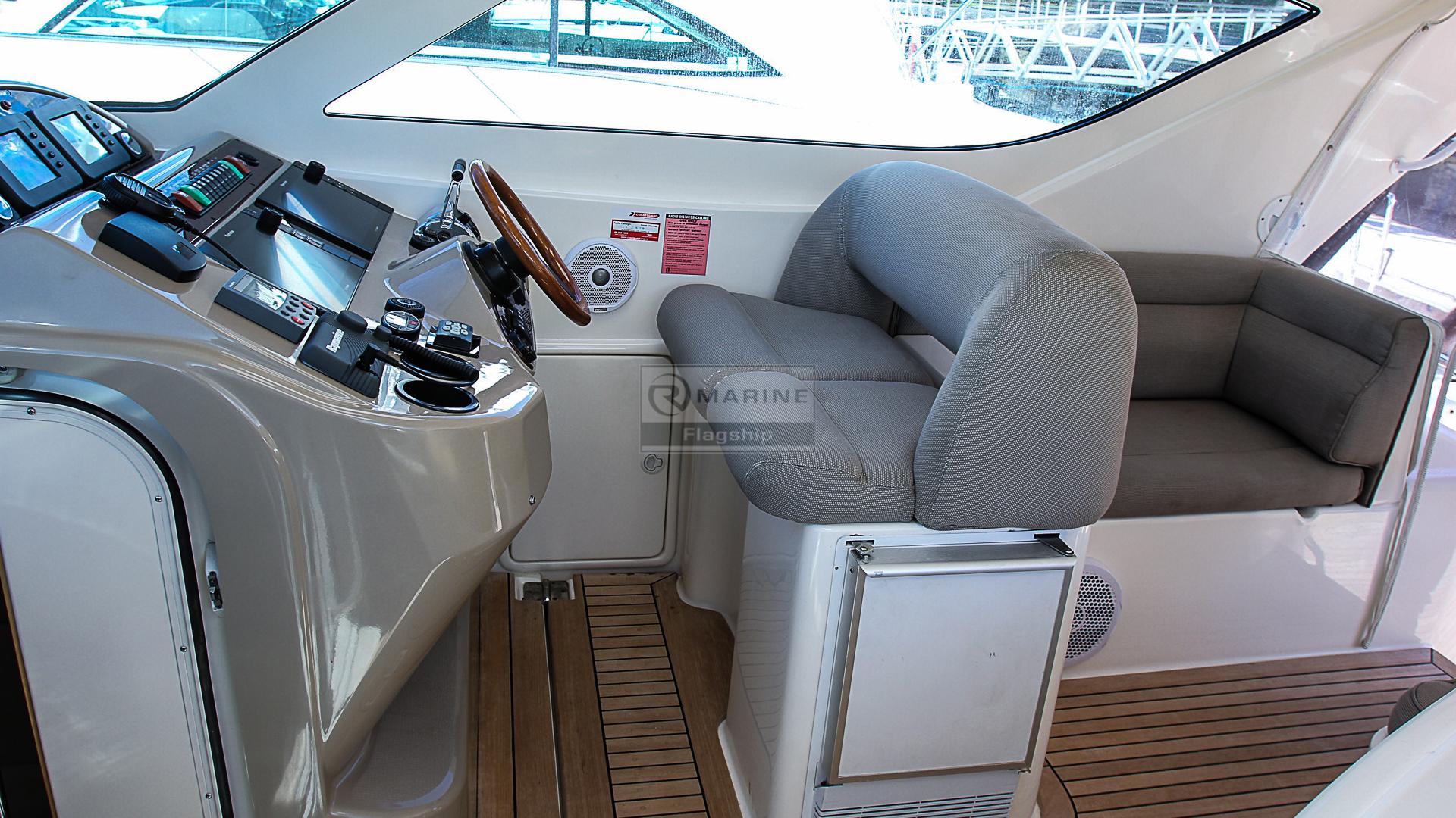 Riviera 4000 Sport Yacht