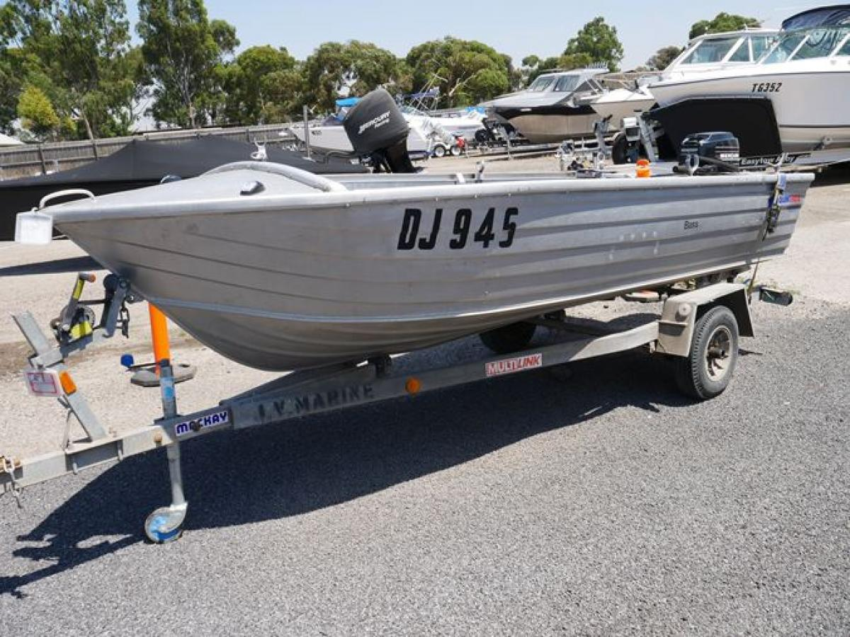 Photos of Bass Boat Quintrex